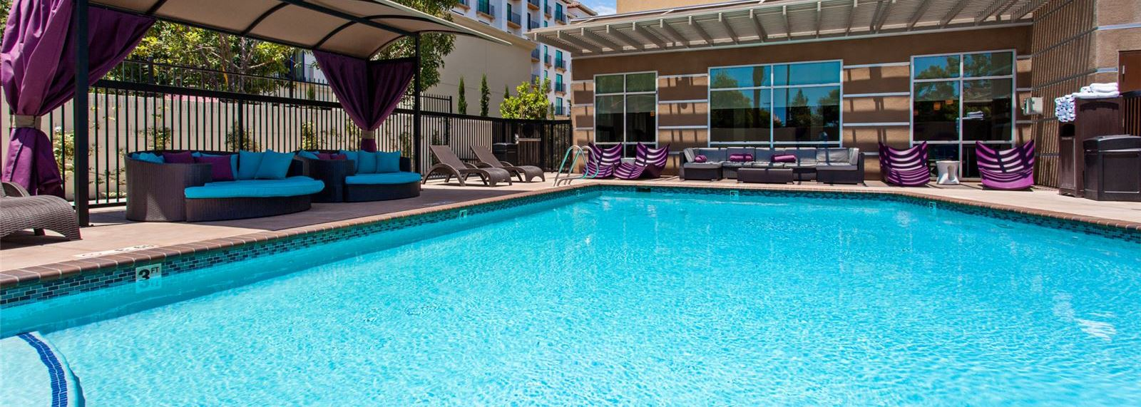 Holiday Inn Express & Suites - Anaheim Resort Area